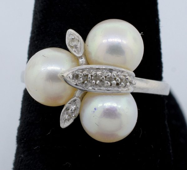 3 Pearl Ring in 14KT White Gold